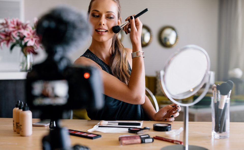 9 Simple Steps to Perfect Make-Up